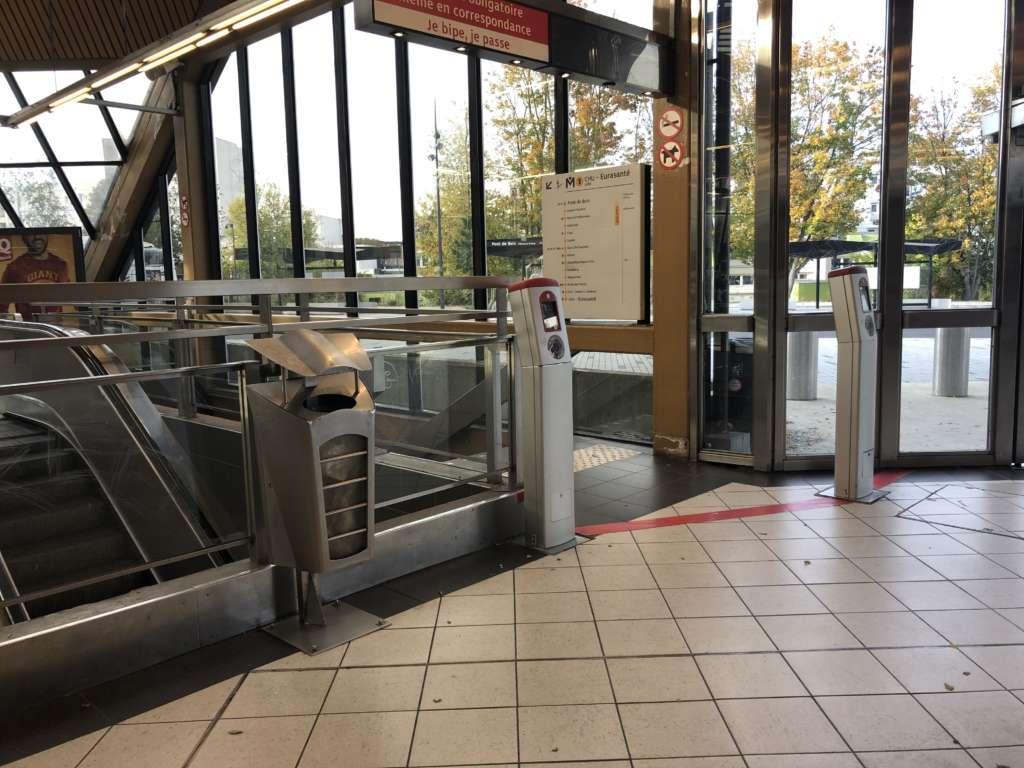 Station de métro Pont-de-Bois