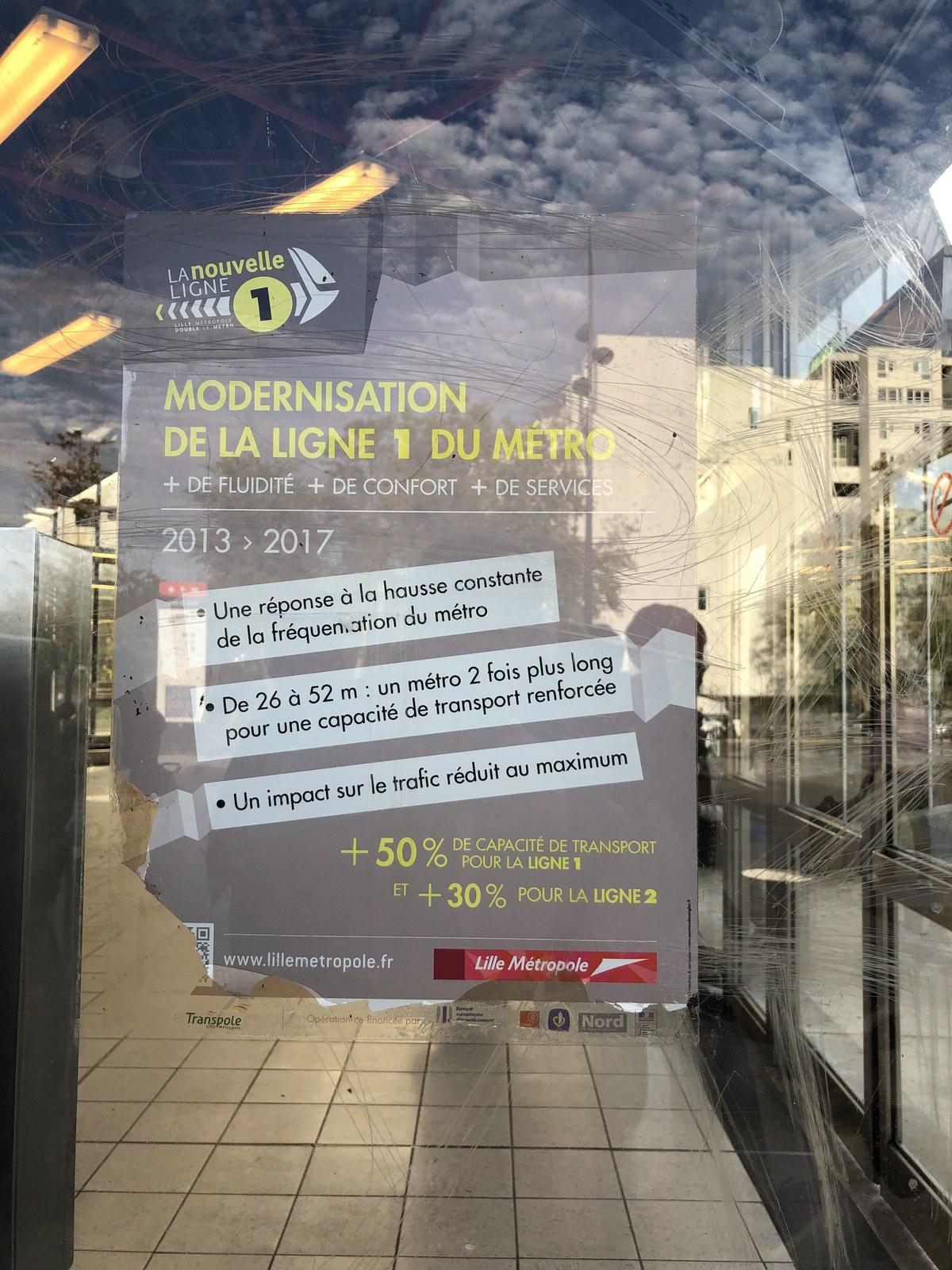 Affichage à la station de métro Pont-de-Bois